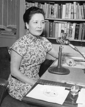 soong_may-ling_giving_a_special_radio_broadcast